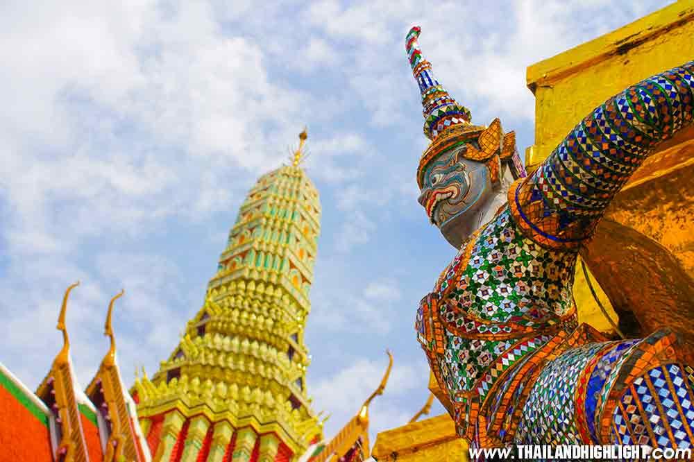Grand Palace Tour & Emerald Buddha Temple Bangkok