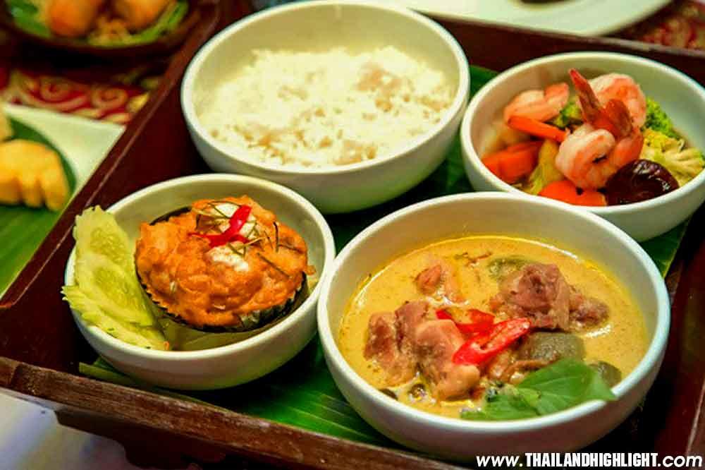 Wanfah Dinner Cruise Bangkok Chaophraya River