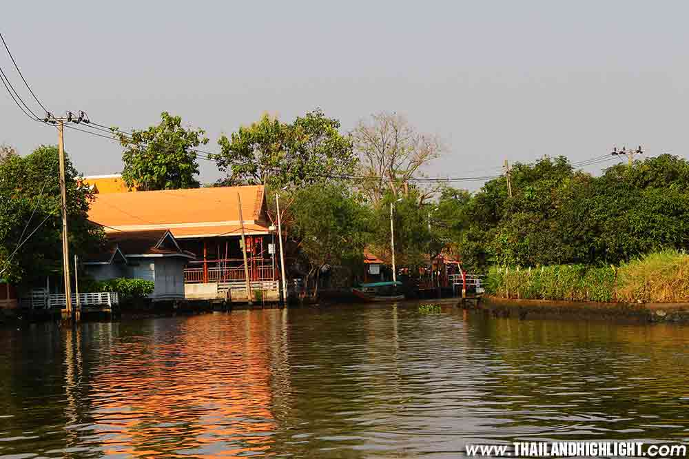 Booking for Longboat Tour Bangkok Thonburi Canals Trip Private. Boat trip from Sathorn pier long tail boat, cruising to famous Bangkok canals Thonburi side